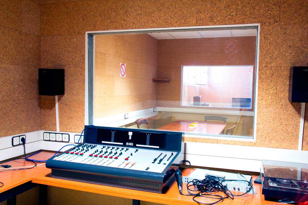 sala-insonorizada-con-panel-sonido